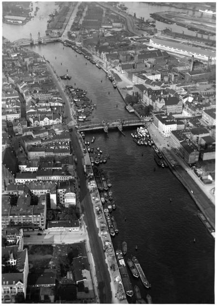 Widok na Odrę i miasto z 'Graf Zeppelin' (MNS/A.Foto/15538; Szczecin)